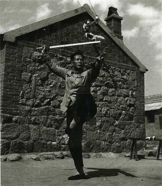 Li Zhan Yuan con la spada (jian)